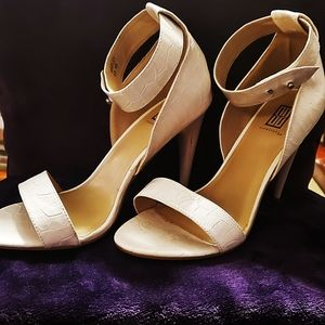 Signature Whiteley Heel